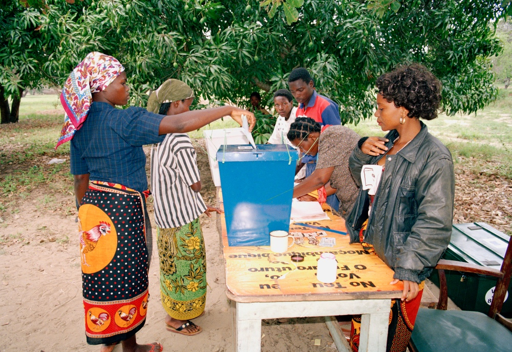 A woman casts her ballot at a rural polling station in Catembe on the second day of the elections. 28 October 1994 Catembe, Mozambique UN Photo # 103104